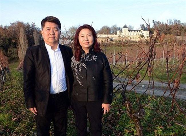 Bà Li Tong đã cố gắng tìm cách ngăn cản chồng và con lên chiếc trực thăng xấu số.