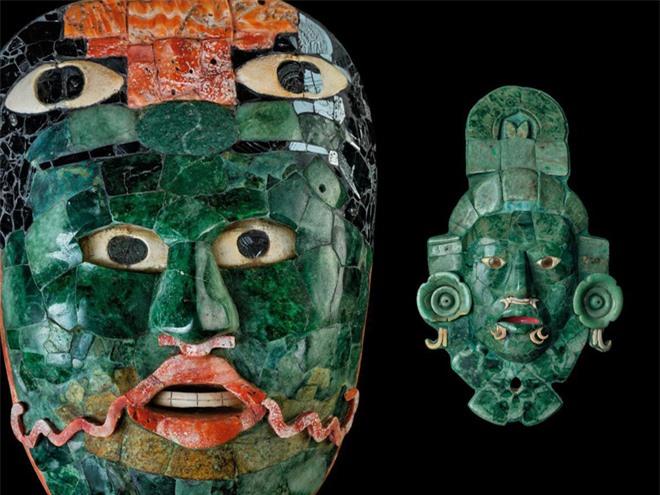 Mặt nạ ngọc bích được tìm thấy trong một ngôi mộ ở đô thành Calakmul được cho là quý hơn vàng, vì theo quan niệm của người Maya ngọc bích gợi nên sự tái sinh và chu kỳ nông nghiệp hàng năm.