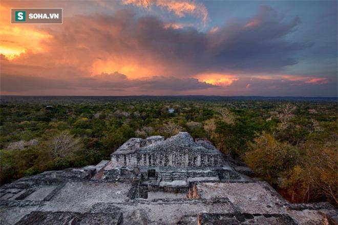 Cách đây khoảng 1.400 năm, khu tàn tích của đô thành Calakmul từng là nơi vương quốc của các vị Vua Rắn đã vươn lên tới đỉnh cao và 'biến mất' một cách bí ẩn vào khoảng hơn một thế kỷ sau đó.