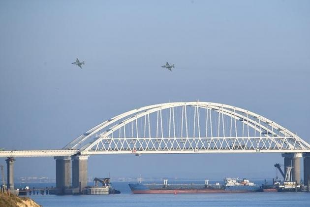 Quân đội Nga đang hạn chế giao thông qua eo biển Kerch và Biển Đen. Ảnh: Avia-pro.