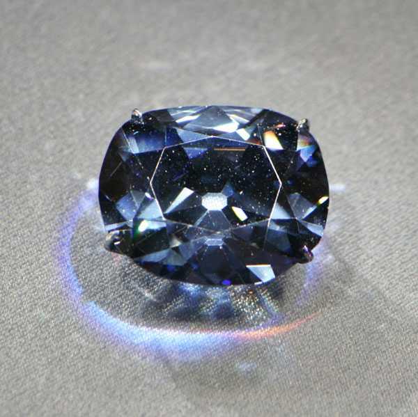 Kim cương Black Orlov - mắt thần Brahma đã khiến chủ nhân phải tự sát.