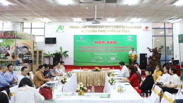 họp báo về Hội chợ nông nghiệp và sản phẩm OCOP khu vực phía Bắc tại Lào Cai năm 2020.