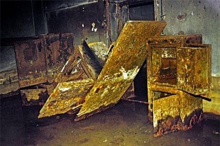 Các tấm kim loại tại Phủ thủ tướng mớinăm 1988.