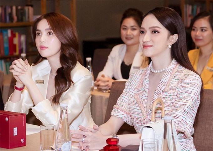Hoa hậu Hương Giang dự sự kiện này cùng Ngọc Trinh. Cô được mời trở thành đại sứ thương hiệu viên uống trắng da của công ty Ngọc Trinh.