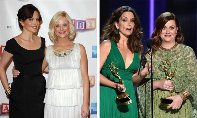 Hai diễn viên hài Tina Fey và Amy Poehler kết bạn đã gần ba thập kỷ. Họ gặp nhau năm 1993 và đã kết hợp trong nhiều bộ phim. Sự hợp cạ giúp hai người đẹp diễn ăn ý trong nhiều lần làm MC giải Quả cầu vàng.