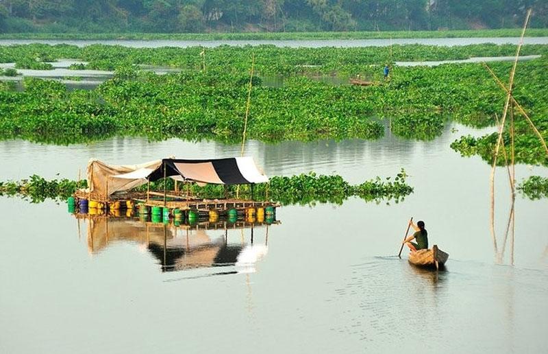 Búng Bình Thiên gồm 2 hồ nước là búng Lớn và búng Nhỏ. Ảnh: Huynh Phuc Hau.