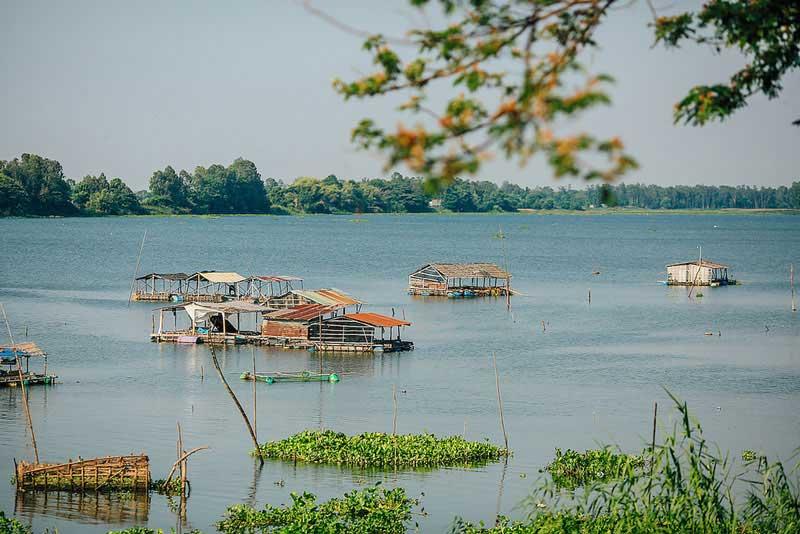 Búng Bình Thiên có nghĩa là hồ nước bình yên do trời ban. Ảnh: Hulkman.