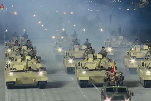 Đoàn xe tăng thế hệ mới của Triều Tiên xuất hiện trong lễ duyệt binh. Ảnh: TASS.