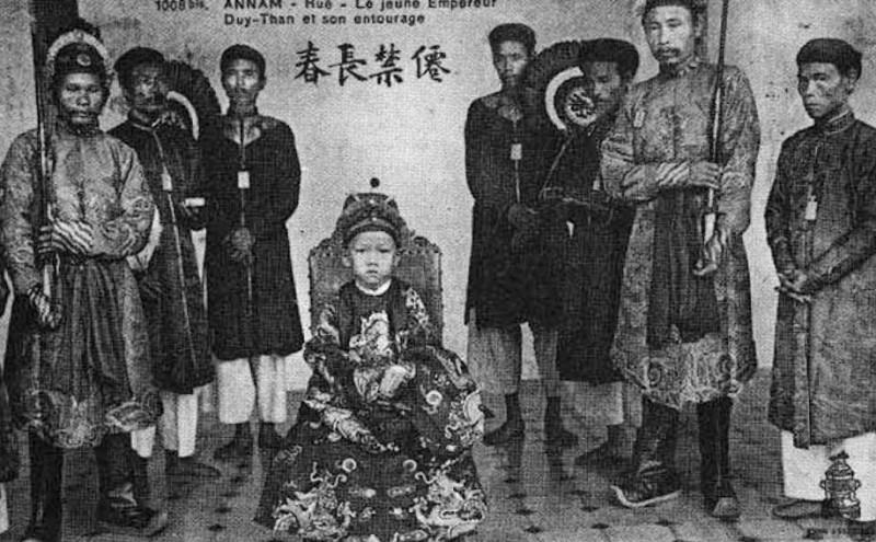Vua Duy Tân lên ngôi năm 7 tuổi