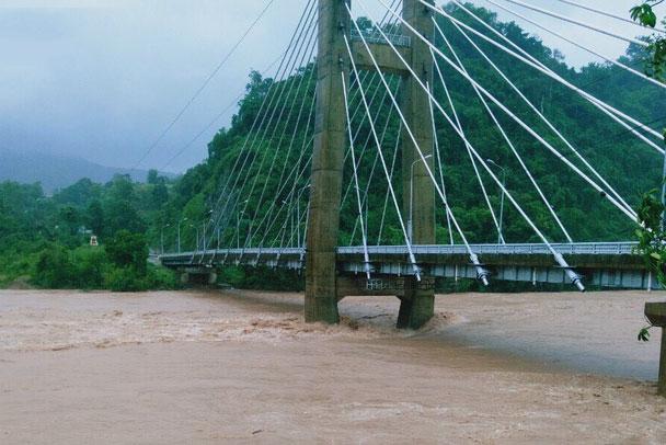 Mực nước quan sát được tại cầu Đakrong sáng 12/10.