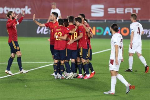 Tây Ban Nha may mắn giành chiến thắng nhờ thoáng sai lầm của thủ thành ĐT Thụy Sỹ