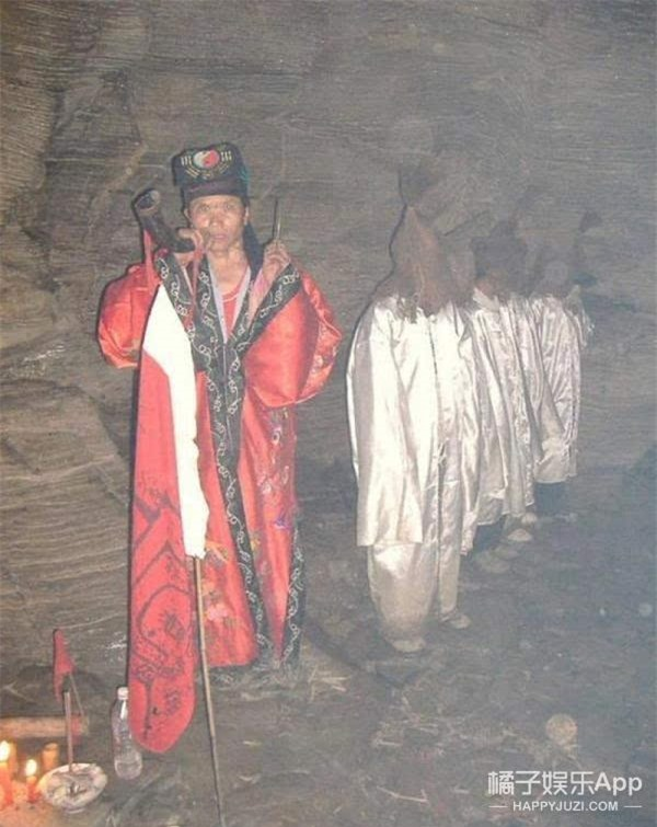 Thuật Cản Thi ở Trung Quốc: Dẫn dắt thi thể người chết trở về quê nhà và những quy tắc từ ngàn xưa - Ảnh 2.