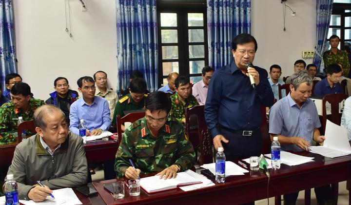 Phó Thủ tướng Trịnh Đình Dũng, Trưởng Ban Chỉ đạo Trung ương về Phòng chống thiên tai chỉ đạo cuộc họp tìm phương án cứu hộ, cứu nạn tại Thủy điện Rào Trăng 3.