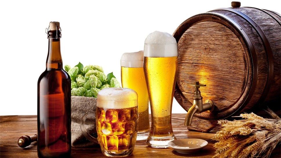 Trong số những mẹo vặt gia đình hữu ích, không thể không kể đến cách tận dụng bia thừa