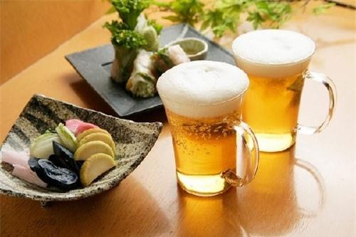 Bia còn thường xuyên được sử dụng trong mẹo vặt nấu nướng của các bà các mẹ