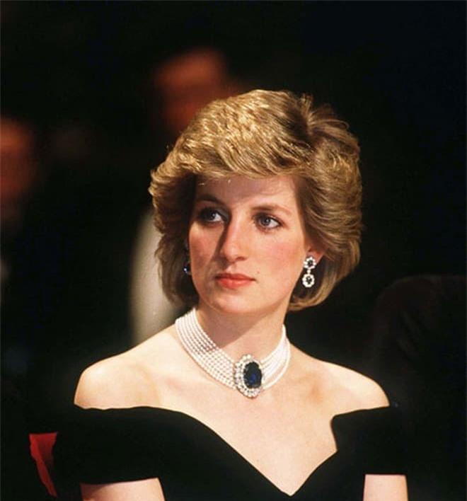 Công nương Diana tố chồng bội bạc trên truyền hình vì không chấp nhận làm bù nhìn 1
