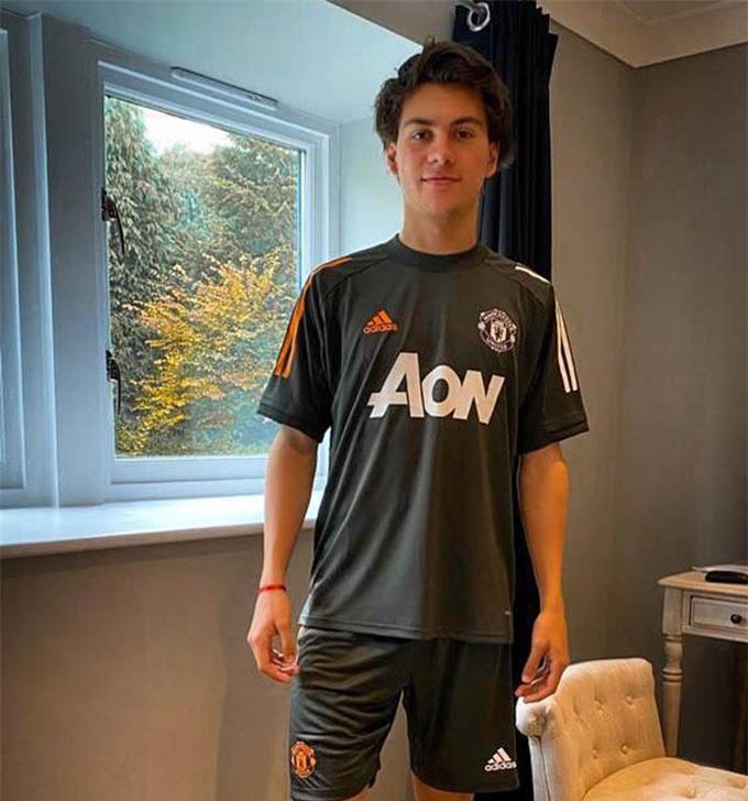 Facundo Pellistri sẽ sớm hòa nhập với đội bóng mới