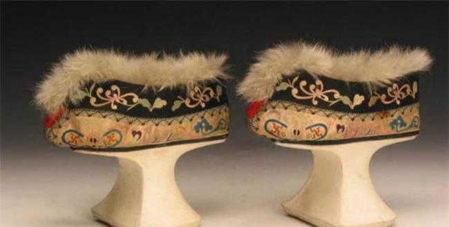 """Giày """"Hoa bồn để"""" rất khó đi nhưng tại sao phi tần nhà Thanh luôn sử dụng: Vì thẩm hay là vì hoàng đế yêu cầu? - Ảnh 4."""