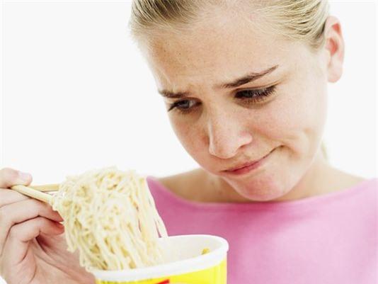 Bệnh béo phì chính là một trong những tác hại của mì tôm