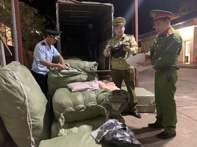 """Ngăn chặn xe gắn mác """"Thương binh"""" vận chuyển hàng hóa nhập lậu tại Lạng Sơn."""