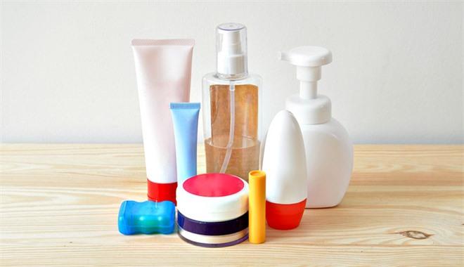 5 độc tố cần tránh khi chọn dầu gội, sữa tắm vì dùng nhiều có thể gây ung thư, sảy thai, vô sinh - Ảnh 2.