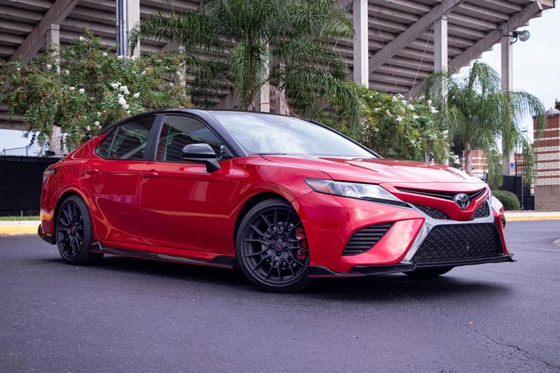 6. Toyota Camry (doanh số: 204.945 chiếc).