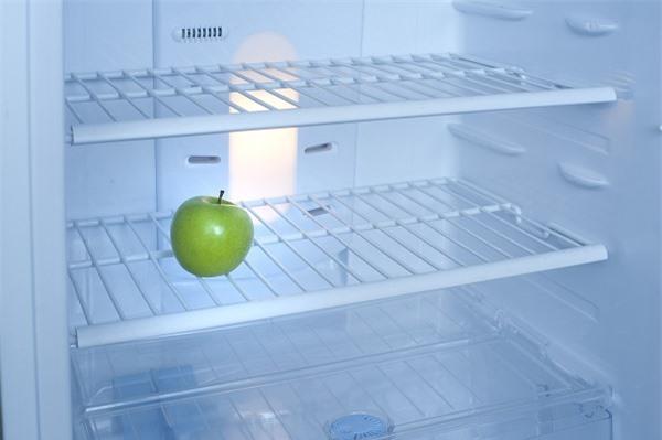 Mỗi tuần một quả táo, tủ lạnh sẽ luôn thơm mát.