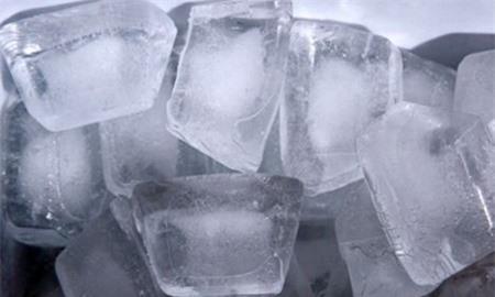 Khử mùi thùng rác là một trong những mẹo vặt gia đình hay từ đá lạnh