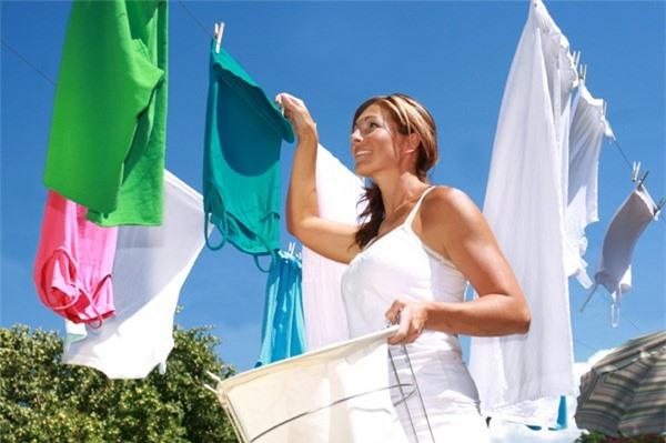 Luôn phơi quần áo ngay sau khi giặt để chúng không bị nhàu nhĩ