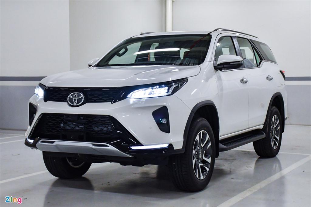 Toyota Fortuner Legender anh 1