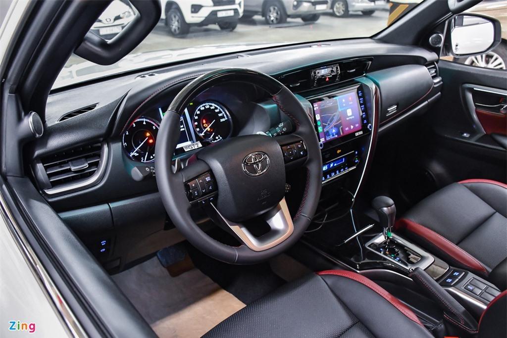 Toyota Fortuner Legender anh 15