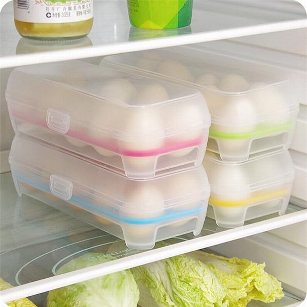 Nên cho trứng vào các hộp nhựa có nắp đậy rồi cho vào ngăn giữa tủ lạnh để bảo quản trứng được tốt hơn.