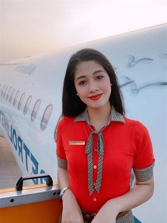 Đặng Vân Ly bắt đầu công việc tiếp viên hàng không