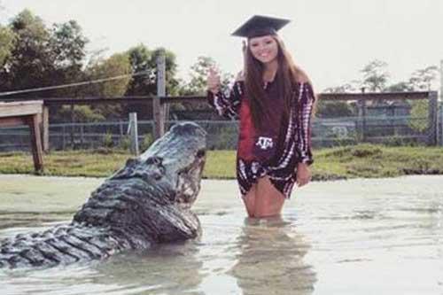 Makenzie Noland bên cạnh con cá sấu khổng lồ.