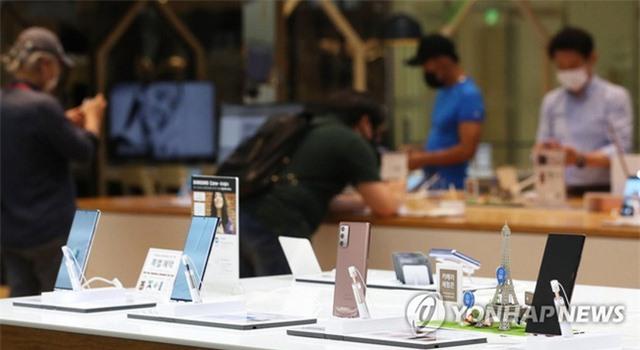 Samsung đánh bại Apple tại Mỹ lần đầu tiên sau 3 năm - Ảnh 1.