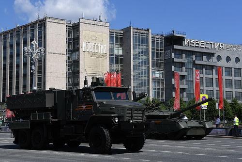 Hệ thống phun lửa hạng nặng TOS-2 Tosochka của Nga. Ảnh: RG.