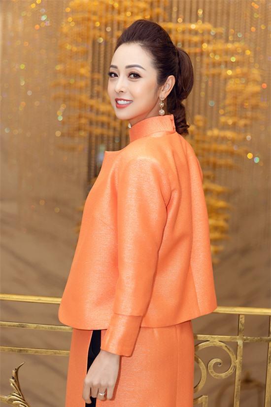 Từ Mỹ về Việt Nam lập nghiệp, hoạt động showbiz đã hơn 10 năm nhưng Jennifer Phạm vẫn giữ được sức hút với khán giả. Không chỉ có nhan sắc rực rỡ, cô còn được nhiều người yêu thích bởi hình ảnh gia đình hạnh phúc.