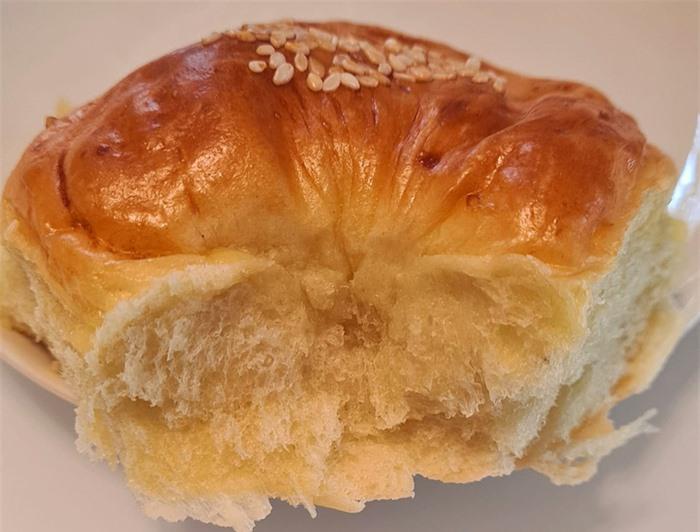 Thưởng thức bánh mì bơ hoa cúc nhân thịt bằm, phô mai thơm ngon ngày cuối tuần - Ảnh 4.