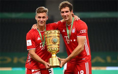 Cùng với Bayern Munich, Kimmich (trái) đã giành vô số danh hiệu