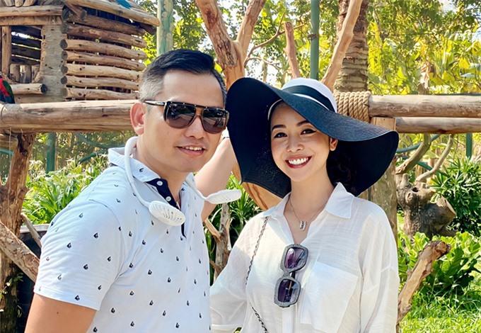 Tháng 7/2020, Jennifer Phạm và ông xã Đức Hải mặc ton sur ton khi tham gia chuyến nghỉ dưỡng kết hợp về thăm quê cùng đại gia đình.