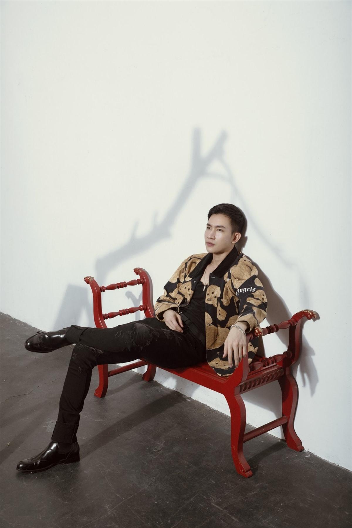 """Về bộ phim """"Cát đỏ"""" được khán giả yêu mến, Võ Cảnh cũng cho biết: """"Thời gian đi quay phim có rất nhiều kỷ niệm với đoàn, đặc biệt là với Thuý Diễm và Thanh Tùng""""."""