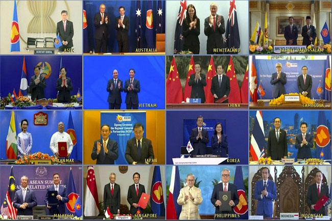 Các nhà lãnh đạo và Bộ trưởng Kinh tế của 15 quốc gia từ các đầu cầu truyền hình trực tuyến. (Ảnh: AP)