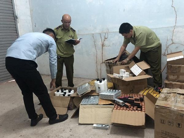 Phát hiện kho chứa 1.245 sản phẩm mỹ phẩm nhập lậu.