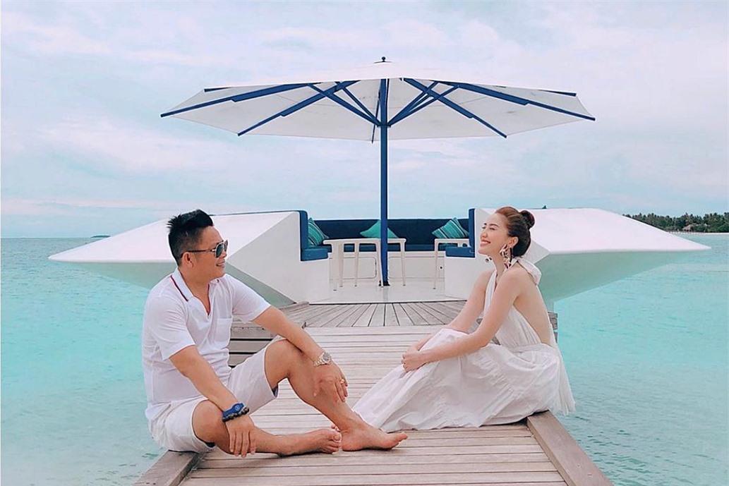 Nơi vợ chồng Bảo Thy nghỉ dưỡng là một resort sang trọng, nổi tiếng bậc nhất ở Việt Nam. Tại đây, họ thoải mái tận hưởng không gián núi, biển thoáng đãng.