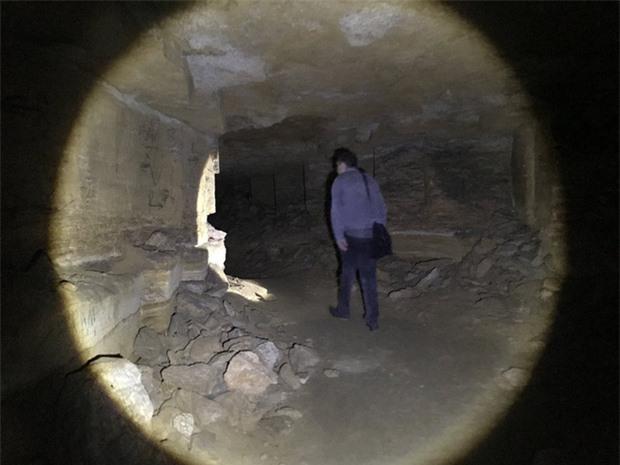 Bí ẩn rùng rợn bên trong hầm mộ mê cung Odessa của Ukraine: Bữa tiệc nhỏ đêm giao thừa - Ảnh 5.