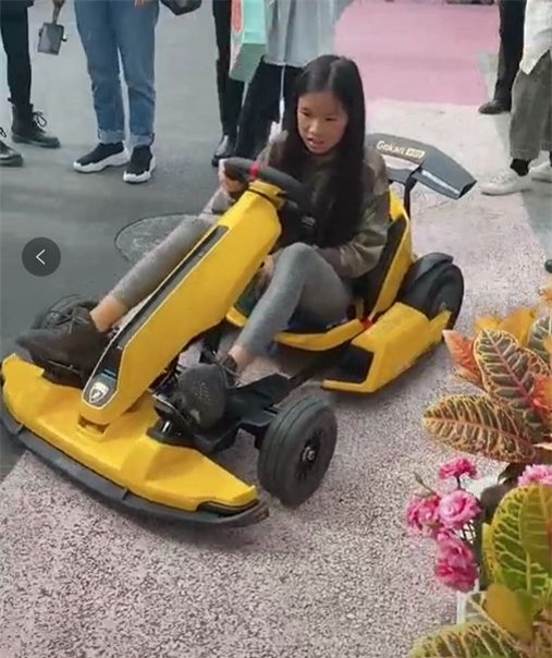 Con gái Trương Đình, bé Lâm Gia Lăng.