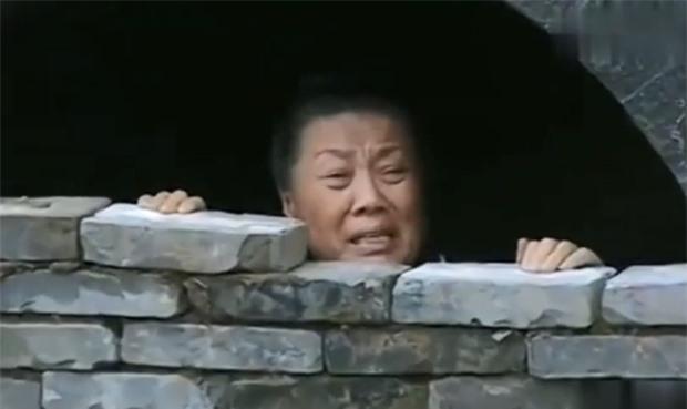 Phong tục tang lễ tàn khốc nhất Trung Quốc: Xây mộ chôn sống cha mẹ già, mỗi ngày đưa cơm kèm theo một viên gạch - Ảnh 7.