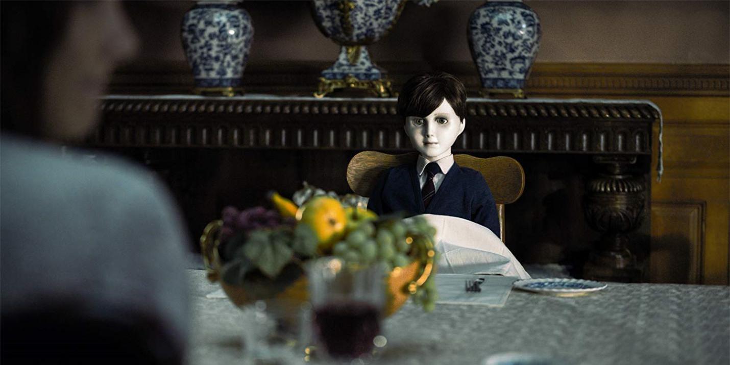 Top 5 ma búp bê gây ấn tượng trong vũ trụ điện ảnh kinh dị, cậu bé ma Brahms tái xuất trong tuần này - Ảnh 2.
