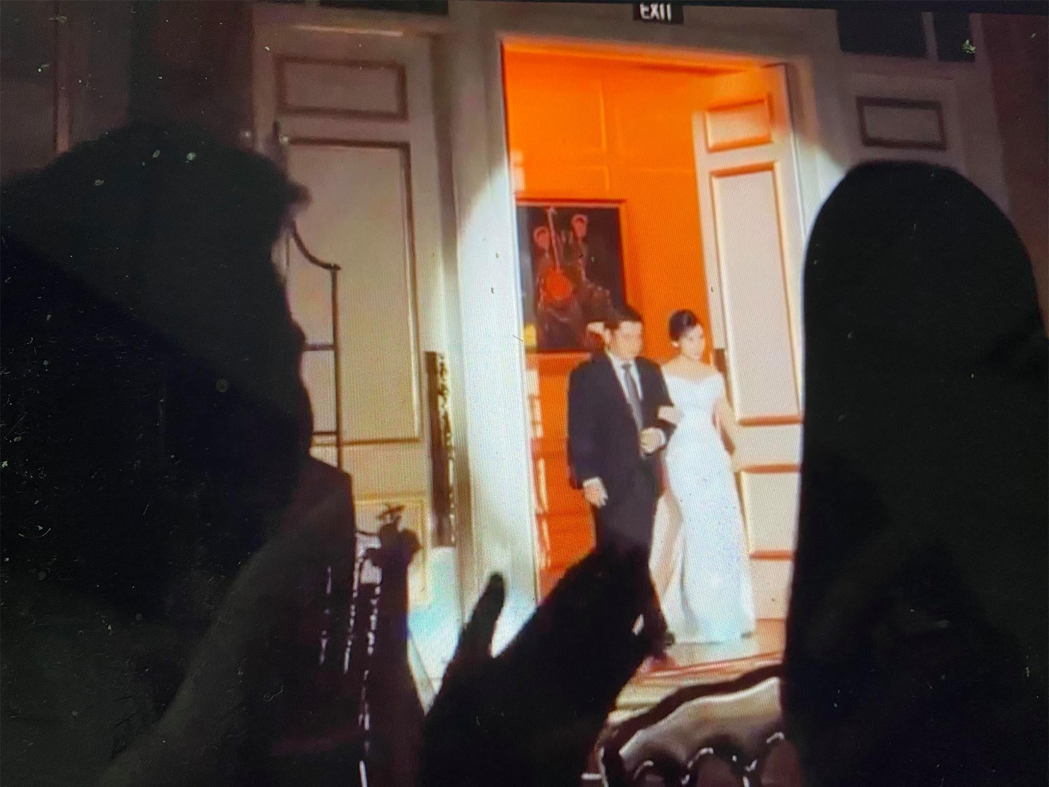 Cô dâu Tô Ngọc Viên Minh và bố trong lễ ăn hỏi diễn ra ngày 3/6 tại TP.HCM