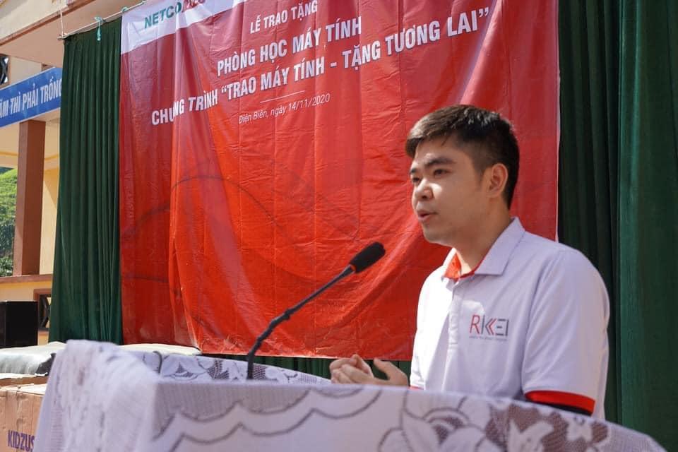 Ông Đặng Thái Hòa, Phó Tổng giám đốc Rikkeisoft phát biểu tại buổi trao tặng máy tính.